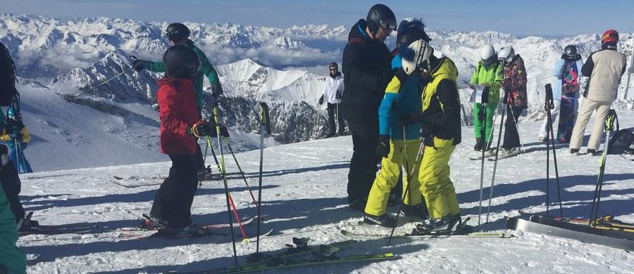 1233 wypadki narciarskie odnotowali ratownicy Tatrzańskiego Ochotniczego Pogotowia Ratunkowego od początku ferii. Prawie tysiąc z nich to wypadki ciężkie, wymagające leczenia ambulatoryjnego i rehabilitacji – informuje ratownik TOPR Andrzej Marasek.