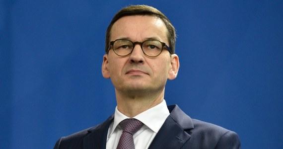 """Mówiąc o bezpieczeństwie, należy pamiętać o agresji rosyjskiej w Gruzji i na Ukrainie. Kwestia rosyjska to zagadnienie nie tylko dla Europy Środkowo-Wschodniej, ale całej UE i NATO - mówił w sobotę podczas Konferencji Bezpieczeństwa w Monachium premier Mateusz Morawiecki. Szef polskiego rządu zaznaczył, że jeśli Europa chce postępu w dziedzinie obronności, wszystkie państwa muszą działać wspólnie. Wśród priorytetów wymienił obronę granic. """"Silniejsza Europa oznacza dla mnie lepszy sektor obronności, lepszą współpracę i lepszą ochronę granic"""" - mówił."""
