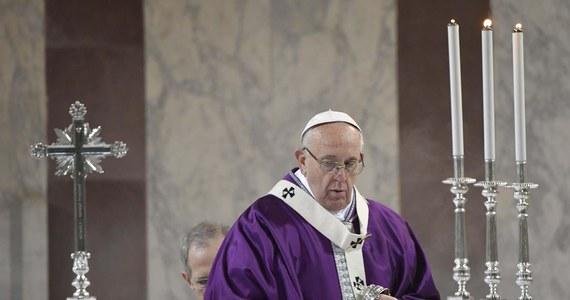 """Papież Franciszek powiedział, że Paweł VI zostanie w tym roku kanonizowany. W czasie spotkania z rzymskim duchowieństwem potwierdził zatem doniesienia o rychłym ogłoszeniu papieża Montiniego świętym. Dodał żartobliwie, że sam jest na """"liście oczekujących""""."""