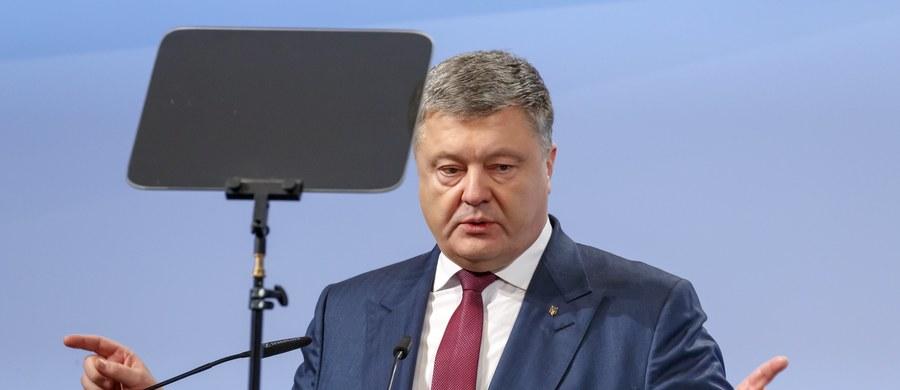 Prezydent Ukrainy Petro Poroszenko zaapelował do Polski o wstrzymanie się od działań, które mogą zagrozić pozytywnym osiągnięciom w dialogu na tematy historyczne - poinformowała administracja prezydencka w Kijowie. Poroszenko mówił o tym podczas spotkania z premierem Mateuszem Morawieckim, do którego doszło w ramach Monachijskiej Konferencji Bezpieczeństwa.