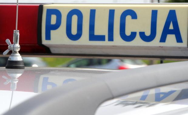 Poprawia się stan 22-latka z Kwiatkowic koło Gorzowa Wielkopolskiego. Jego 3 kolegów wczoraj znaleziono martwych w jednym z tamtejszych domów. On sam w ciężkim stanie trafił do szpitala. Śledczy wyjaśniają przyczynę śmierci trójki mężczyzn.