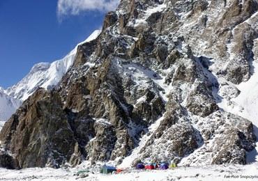 Zimowa wyprawa na K2. Bielecki i Urubko idą założyć drugi obóz