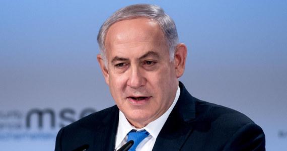 """Izrael nigdy nie pozwoli na przepisywanie prawdy historycznej o Holokauście - powiedział premier Beniamin Netanjahu, odnosząc się do sobotniej wypowiedzi premiera Polski Mateusza Morawieckiego, podczas której padło sformułowanie """"żydowscy zbrodniarze""""."""