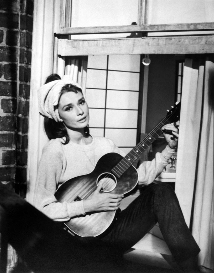 """Frank Ocean wziął na warsztat piosenkę """"Moon River"""" z kultowego filmu """"Śniadanie u Tiffany'ego"""" z Audrey Hepburn w roli głównej."""