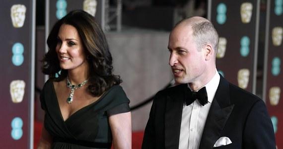 Księżna Kate i książę William pojawili się na gali rozdania nagród BAFTA Brytyjskiej Akademii Sztuk Filmowych i Telewizyjnych w londyńskiej Royal Albert Hall. Ich obecność jest szeroko komentowana.