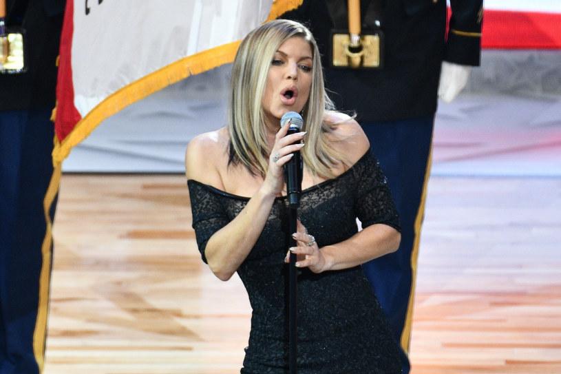 Amerykanka Fergie zdecydowała się skomentować swoje wykonanie hymnu przed Meczem Gwiazd NBA. Internauci po tym występie byli dla niej bezlitośni.