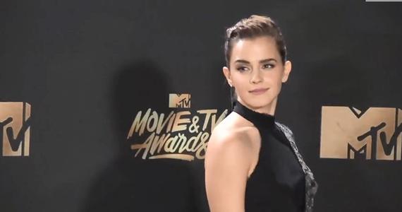 Emma Watson wspiera ofiary molestowania seksualnego w Wielkiej Brytanii. Aktorka przekazała milion funtów dwóm funduszom, zajmującym się skrzywdzonymi kobietami.