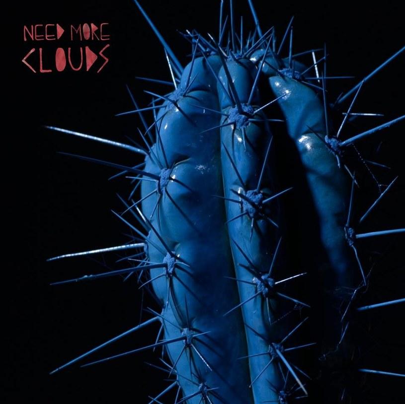 """Aż trudno uwierzyć, że Need More Clouds nie uzyskali żadnego wsparcia z dużych wytwórni - wydają się bowiem idealną rodzimą odpowiedzią na ten współczesny indie rock stadionowy, a jednocześnie uciekają od jego wad. Ich """"Album"""" jest przebojowy, doskonale zaaranżowany i charakteryzuje się brzmieniem, którego może pozazdrościć wiele majorsowych płyt."""