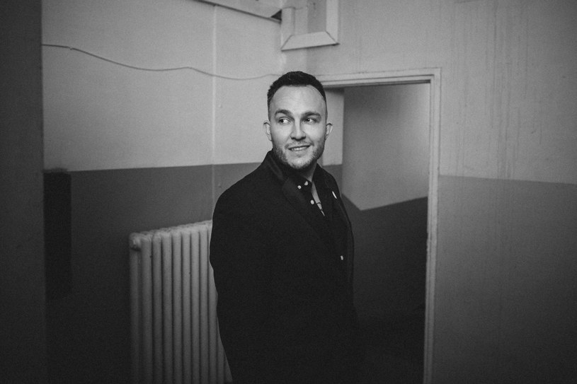 """""""Odporność"""", """"Rudy Kurniawan"""" i """"Wyględów"""" to trzy nowe teledyski Tego Typa Mesa, które zapowiadają jego kolejny album """"RAPERSAMPLER"""". Płyta ukaże się 16 marca."""
