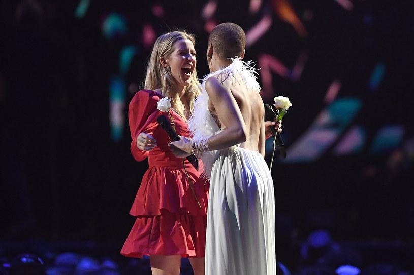 """Ellie Goulding w niewybredny sposób odniosła do słów szefa Grammy, Neila Portnowa, który po ceremonii w Nowym Jorku, stwierdził, że kobiety muszą """"podciągnąć się"""", aby zdobywać więcej nagród."""