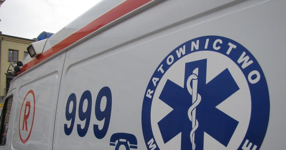 Do śmiertelnego wypadku doszło w okolicy dworca PKS w Ostrołęce. Potrącony przez autobus w rejonie przejścia dla pieszych 70-letni mężczyzna nie żyje. Droga w okolicach dworca jest całkowicie zablokowana.