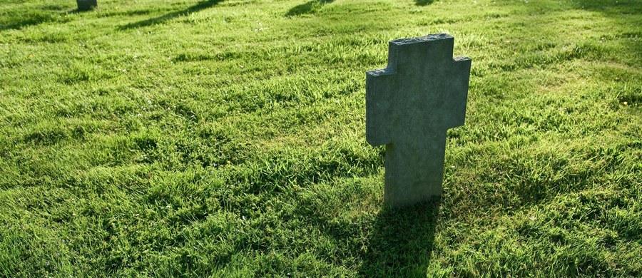 Gubernator stanu Teksas Greg Abbott ułaskawił skazanego na karę śmierci zabójcę matki i brata na mniej niż godzinę przed planowanym terminem jego egzekucji. Najwyższy wymiar kary został zamieniony na dożywocie bez prawa do zwolnienia warunkowego.