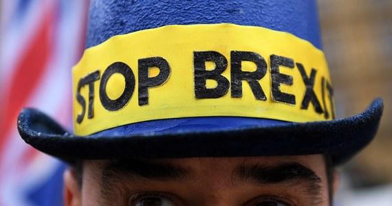 130 tysięcy imigrantów z Unii Europejskiej opuściło Wielką Brytanię w ubiegłym roku. Według opublikowanych danych, to największa liczba od 10 lat. Obcokrajowcy wyjeżdżają, bo obawiają się konsekwencji Brexitu. Ale z drugiej strony, w tym samym okresie, do Wielkiej Brytanii przyjechało prawie 220 tysięcy obywateli państw UE.