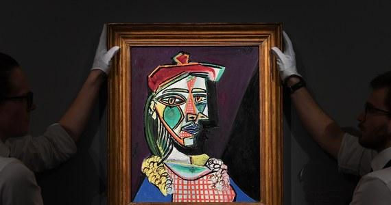 """Licytacja obrazu Pabla Picassa """"Kobieta w berecie i kraciastej sukience"""" odbędzie się 28 lutego podczas aukcji """"Impressionist & Modern Art Evening Sale"""" w domu aukcyjnym Sotheby's w Londynie. Portret kochanki Picassa może zostać sprzedany za 35 mln funtów szterlingów."""