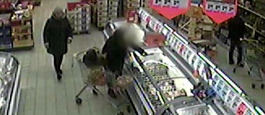 Policja szuka kobiety, która w jednym ze sklepów w Radzyniu Podlaskim okradła klientkę. Złodziejka wykorzystała jej nieuwagę i kiedy ta zajęta była zakupami, z leżącej w wózku torebki w bezczelny sposób zabrała portfel z pieniędzmi. Całą sytuację uchwyciły kamery monitoringu.