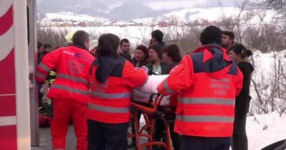 W Bystrem na Słowacji 66-latek wpadł samochodem w poślizg i uderzył w grupę dzieci. Kierowca zostawił auto w rowie i zbiegł z miejsca wypadku. Dwanaścioro dzieci zostało rannych, w tym dwoje ciężko. W akcji ratowniczej brał udział helikopter i karetki. Policja zatrzymała sprawcę w kilka minut po zgłoszeniu. W jego wydychanym powietrzu nie stwierdzono alkoholu.