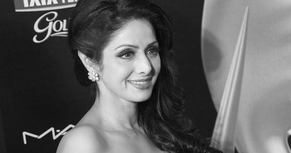 Gwiazda Bollywood Sridevi Kapoor zmarła na atak serca. Aktorka znana po prostu jako Sridevi miała 54 lata. W sobotę uczestniczyła w rodzinnym ślubie w Dubaju.