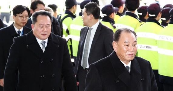 """Korea Północna potępiła najnowszy pakiet sankcji gospodarczych nałożonych na nią w piątek przez USA. Oskarżyła USA o próbę podkopywania poprawy międzykoreańskich relacji podczas Zimowych Igrzysk Olimpijskich - podały północnokoreańskie media państwowe. """"Obie Koree współpracowały ze sobą, a igrzyska olimpijskie odbyły się z powodzeniem"""" - podała oficjalna północnokoreańska agencja informacyjna KCNA, powołując się na MSZ Korei Płn."""