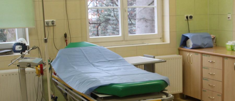 Prokuratura wyjaśni okoliczności śmierci kobiety, która zmarła wczoraj w szpitalu przy ulicy Milionowej w Łodzi. Według wstępnych informacji, kobietę w piątek znaleźli strażnicy miejscy.