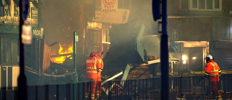 Do pięciu wzrosła liczba ofiar śmiertelnych niedzielnej eksplozji w budynku z polskim sklepem i mieszkaniem w Leicester w Wielkiej Brytanii. W szpitalu przebywa kolejnych pięć osób, w tym jedna w stanie krytycznym. Wcześniej informowano o czterech zabitych.