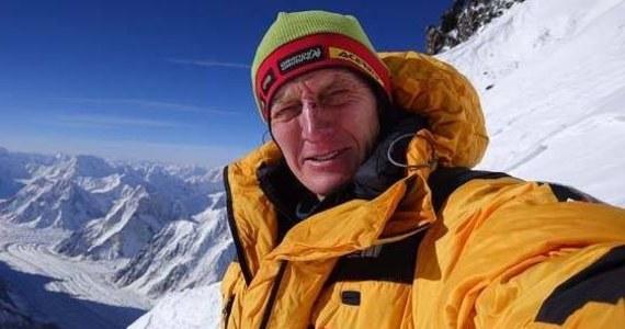 """Denis Urubko, który odłączył się od wyprawy na niezdobyty zimą szczyt K2 (8611) i zaatakował go samodzielnie, nie żałuje swojej decyzji. """"Gdybym tego nie zrobił, byłbym wściekły"""" - tłumaczył na antenie TVN 24. Szczytu nie udało się zdobyć."""
