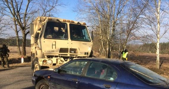 Polscy i amerykańcy żołnierze stacjonujący w Żaganiu przeprowadzili w poniedziałek wspólnie z tamtejszymi służbami mundurowymi i medycznymi ćwiczenie związane sytuacjami kryzysowymi. Chodziło o przećwiczenie zasad współdziałania podczas wypadków drogowych z udziałem wojska.