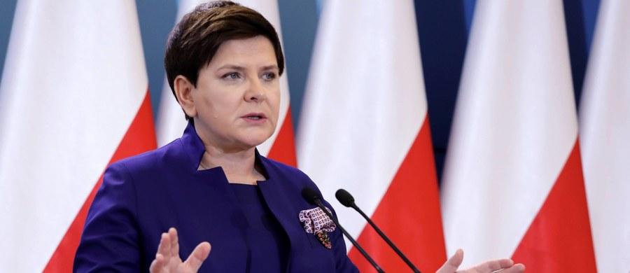 Beata Szydło kiedy była jeszcze premierem, przyznała nagrody dla ministrów ze swojego rządu. Sama też otrzymała 65 tysięcy złotych. Jak się okazało, tę nagrodę przyznała sobie sama.