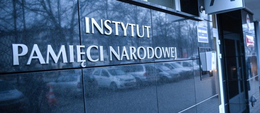 Pamięć o ofiarach powinna łączyć, a nie dzielić. Polska i żydowska wrażliwość w odniesieniu do tamtych czasów pogardy dla ludzkiego życia powinna być przestrogą dla współczesnych i przyszłych pokoleń - podkreśliło Kolegium IPN w oświadczeniu.