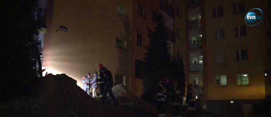 Jest zgoda na powrót do mieszkań lokatorów bloku w Bytomiu, w którym wczoraj wieczorem doszło do wybuchu gazu. Gazownikom udało się zlokalizować i usunąć źródło ulatniania się gazu – podała straż pożarna.