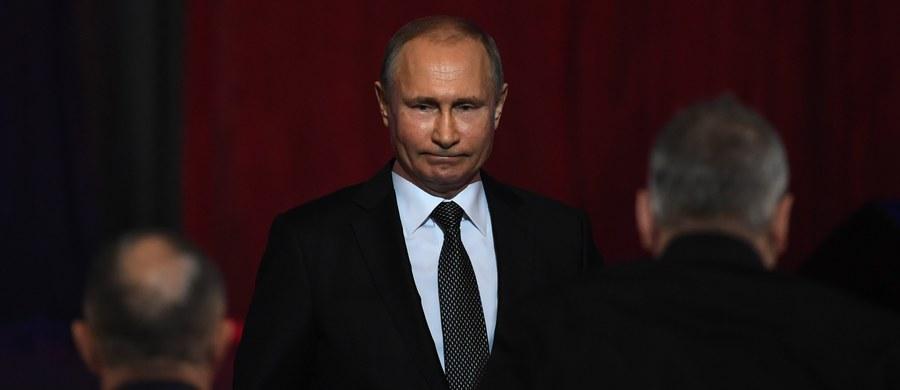 Duńska i brytyjska prasa donoszą, że członkowie rodziny prezydenta Rosji Władimira Putina oraz Federalnej Służby Bezpieczeństwa rzekomo wykorzystywali estońską filię duńskiego Danske Bank do prania pieniędzy. Zarząd banku miał wiedzieć o tym z raportu sygnalistów.