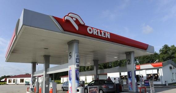 W kwestii fuzji Orlenu i Lotosu powinna wypowiedzieć się Komisja Europejska - stwierdził prezes Urzędu Ochrony Konkurencji i Konsumentów Marek Niechciał. To dlatego, że połączone Orlen i Lotos kontrolowałyby nawet 45 procent polskich stacji benzynowych. Orlen dzisiaj ogłosił, że podpisał z polskim rządem list intencyjny dotyczący rozpoczęcia rozmów o przejęciu Lotosu.