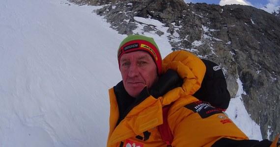 """Denis Urubko powrócił... do świata wirtualnego. Alpinista, który przerwał próbę zdobycia szczytu K2, opublikował na swoim blogu na portalu mountain.ru kolejne wpisy. """"Powody i motywy, niespójności i problemy - opowiem o tym później (...) Nie chciałem obarczać nikogo odpowiedzialnością"""" - napisał."""