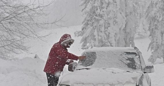 Jak podaje IMGW Polska znajduje się na skraju wyżu znad Skandynawii, w mroźnym powietrzu arktycznym. W środę w całym kraju utrzymywać się będą silne mrozy.