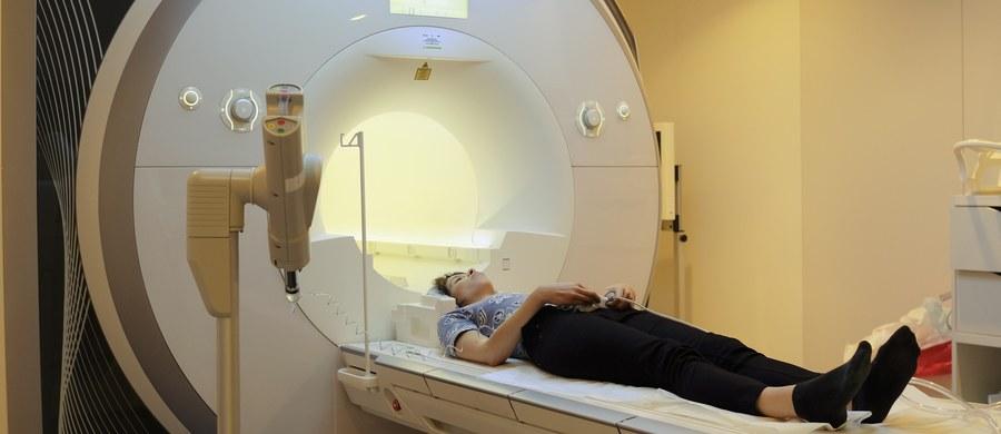 Rezonans magnetyczny jest nieinwazyjną metodą obrazowania ciała człowieka. Pozwala na uzyskiwanie dowolnych obrazów przekrojów ciała bez udziału promieniowania jonizującego.