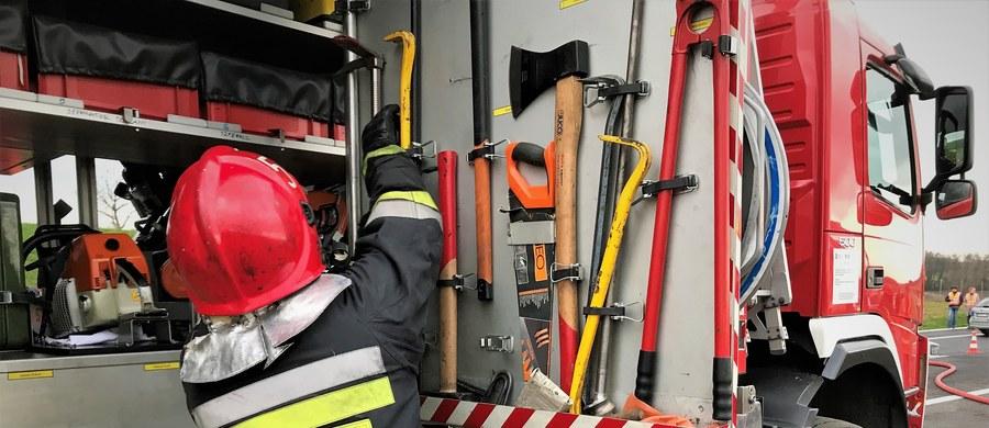 Ciała czterech osób znaleziono w domu wielorodzinnym w Bytomiu w województwie śląskim. Osoby te zmarł prawdopodobnie na skutek pożaru, który wybuchł w nocy lub nad ranem.