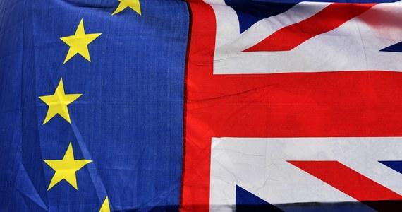 Rozmowy o Brexicie muszą zakończyć się do jesieni, by dać krajom czas na ratyfikację umowy w sprawie wyjścia Wielkiej Brytanii z Unii Europejskiej - powiedział w Brukseli główny unijny negocjator Michel Barnier, przedstawiając pierwszy oficjalny projekt tego porozumienia.