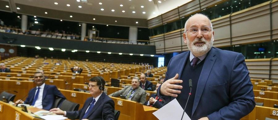 Wiceszef Komisji Europejskiej Frans Timmermans powiedział podczas debaty w Parlamencie Europejskim o praworządności w Polsce, że liczy na rozwiązania w tym sporze do końca marca. Zaznaczył, że czeka na konkretną reakcję ze strony Polski na zalecenia KE.