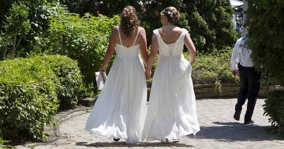 Naczelny Sąd Administracyjny potwierdził stanowisko Prokuratury Krajowej, że zarejestrowanie w Polsce małżeństwa zawartego przez osoby tej samej płci jest niedopuszczalne. Sprawa dotyczyła dwóch kobiet, które pobrały się za granicą.