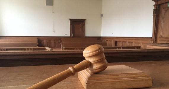 Polak, który w Austrii okradł z pieniędzy kościelne skarbonki został skazany przed sąd w Linzu na trzy lata więzienia. W sumie zabrał ponad 140 tys. euro. Wyrok jest prawomocny.