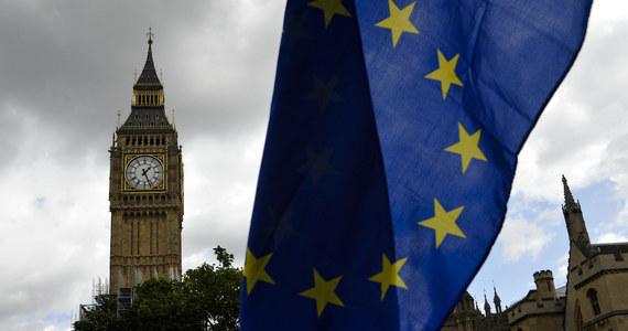 Brytyjskie ministerstwo spraw wewnętrznych zapowiedziało, że obywatele UE, którzy przyjadą do kraju w okresie przejściowym po Brexicie, otrzymają prawo ubiegania się o status osoby osiedlonej. Będą jednak mieli ograniczone prawo do łączenia rodzin.