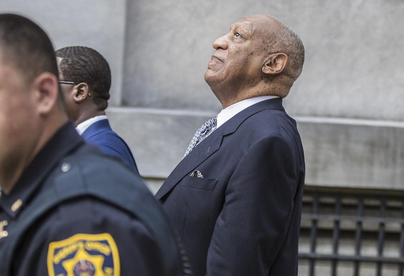 Sąd Najwyższy Pensylwanii unieważnił w środę wyrok skazujący 83-letniego komika Billa Cosby'ego za napaść seksualną i nakazał wypuszczenie go z więzienia. Powodem decyzji były uchybienia podczas procesu przeciwko aktorowi.