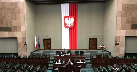 Kluby: PiS i Kukiz'15 wskazały swoich kandydatów do KRS, pozostałe kluby nie skorzystały z prawa do wskazania kandydatów; teraz kandydaturami zajmie się sejmowa komisja sprawiedliwości - poinformował dyrektor Centrum Informacyjnego Sejmu Andrzej Grzegrzółka.