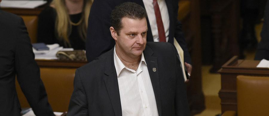 Deputowany Komunistycznej Partii Czech i Moraw (KSCM) Zdeniek Ondraczek, który jako policjant tłumił w 1989 roku prodemokratyczne demonstracje, został wybrany przez Izbę Poselską na przewodniczącego jej komisji kontrolującej inspekcję policyjną.