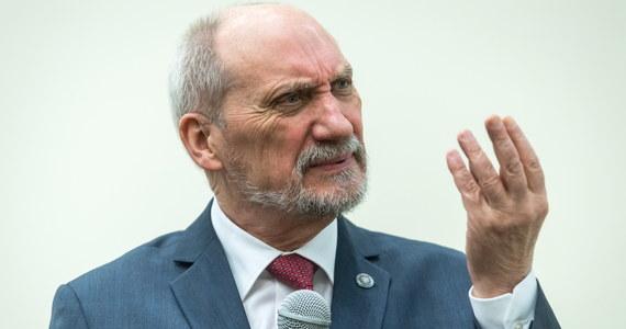 Obowiązkowa służba wojskowa powinna zostać przywrócona jak najszybciej - powiedział w Toruniu były minister obrony narodowej Antoni Macierewicz. Jego zdaniem powróci ona w Polsce i chciałby, żeby wydarzyło się to w ciągu roku.