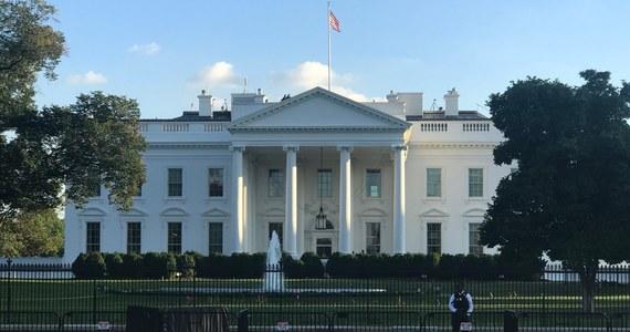 Mężczyzna postrzelił się przed Białym Domem - informuje telewizja CNN, powołując się na źródła w służbach bezpieczeństwa.