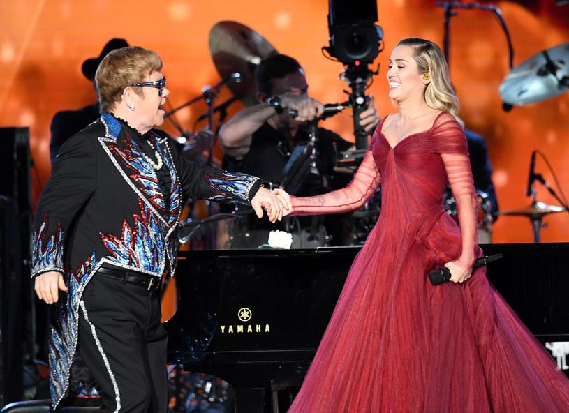 Podczas kolejnego koncertu Eltona Johna w Las Vegas doszło do nieprzyjemnego zdarzenia. 70-letni wokalista zdenerwowany zachowaniem fanów zszedł ze sceny.