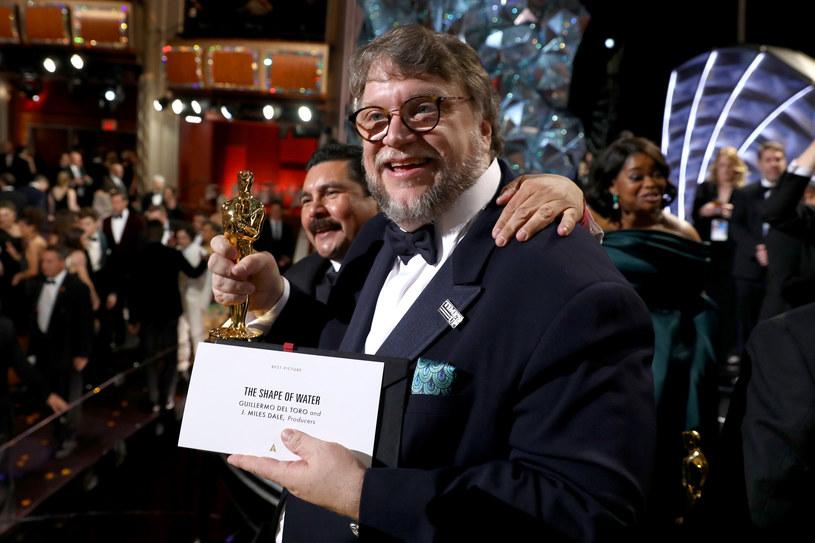 """Oscar dla """"Kształtu wody"""" nie był zaskoczeniem. To film kompletny, który jest ekwiwalentem bardzo określonego stylu reżyserskiego Guillermo del Toro - powiedział PAP krytyk filmowy Łukasz Maciejewski."""
