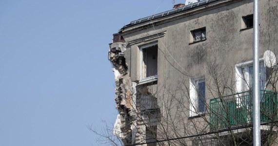 Szokujące doniesienia ws. zawalenia się kamienicy w Poznaniu. Według nieoficjalnych informacji dziennikarzy śledczych RMF FM dwie kobiety, których ciała znaleziono w ruinach, zostały wcześniej zamordowane. Wcześniej pojawiały się informacje, że doszło do jednego zabójstwa.