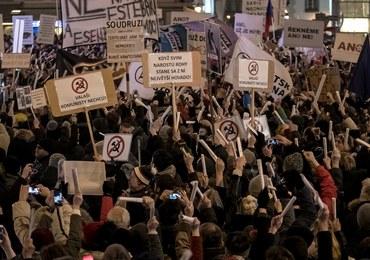Czesi protestują. Nie chcą komunistycznego policjanta na czele komisji parlamentarnej