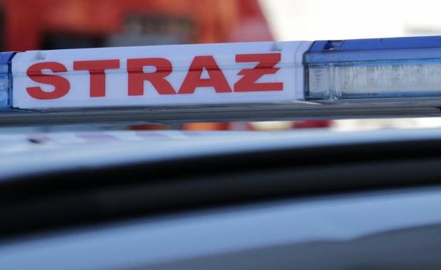 30-letni mężczyzna zginął w nocy w pożarze domu w Częstochowie. 5 innych osób, w tym 2 dzieci w wieku 3 i 11 lat trafiło do szpitala.